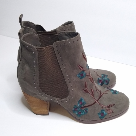 Crown Vintage  gray embroidered ankle boots